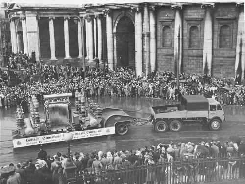 80-ton Rogers trailer passing through College Green, Dublin